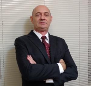 Professor da Unisul, Ingo Hermann é Bacharel em Direito pela Universidade Regional de Blumenau e Mestre em Engenharia de produção pela Universidade Federal de Santa Catarina
